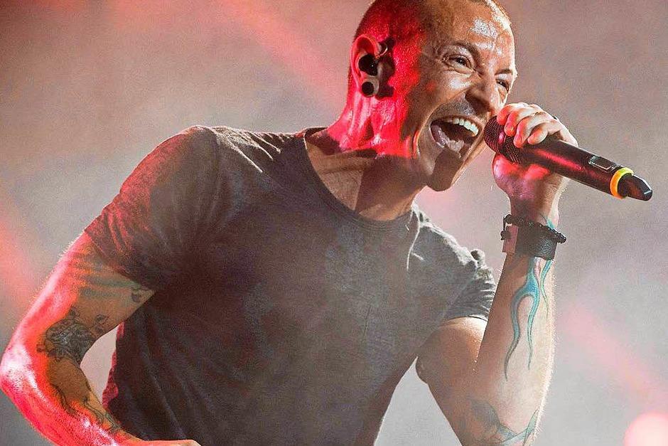 Dass Chester Bennington, Sänger der US-Band Linkin Park, unter Depressionen und Suchtproblemen litt, war weithin bekannt. Dennoch erlangte er mit seiner Rockband Weltruhm. Am 20. Juli wurde er in seinem Haus bei Los Angeles tot aufgefunden. Der Musiker wurde 41 Jahre alt. (Foto: dpa)