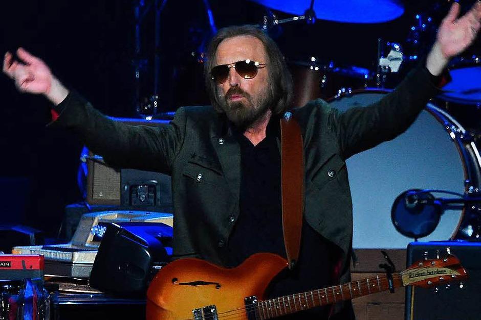 """Rock-Superstar Tom Petty verstarb am 2. Oktober. Er war bekannt für Songs wie """"American Girl"""" und """"Free Fallin"""". Kurz zuvor hatte er noch seine Tour mit seiner Band The Heartbreakers beendet. (Foto: AFP)"""