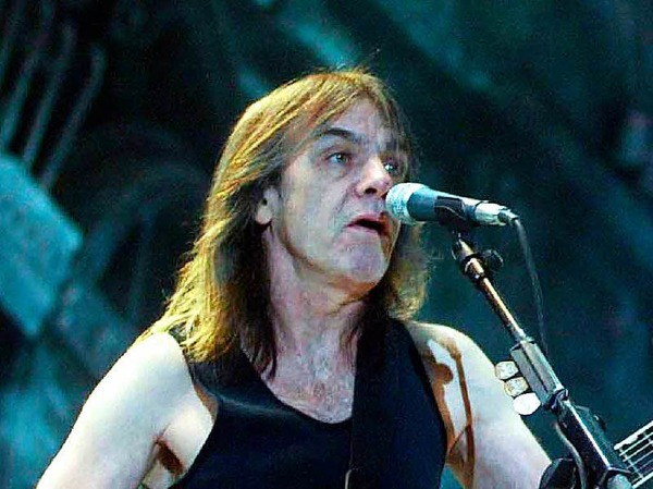 """Hardrock-Klassiker wie """"Highway to Hell"""" wären ohne Malcolm Young undenkbar gewesen. Der AC/DC-Mitbegründer musste die Band nach 41 Jahren bereits 2014  wegen einer Demenzerkrankung verlassen. Er verstarb mit 64 Jahren."""