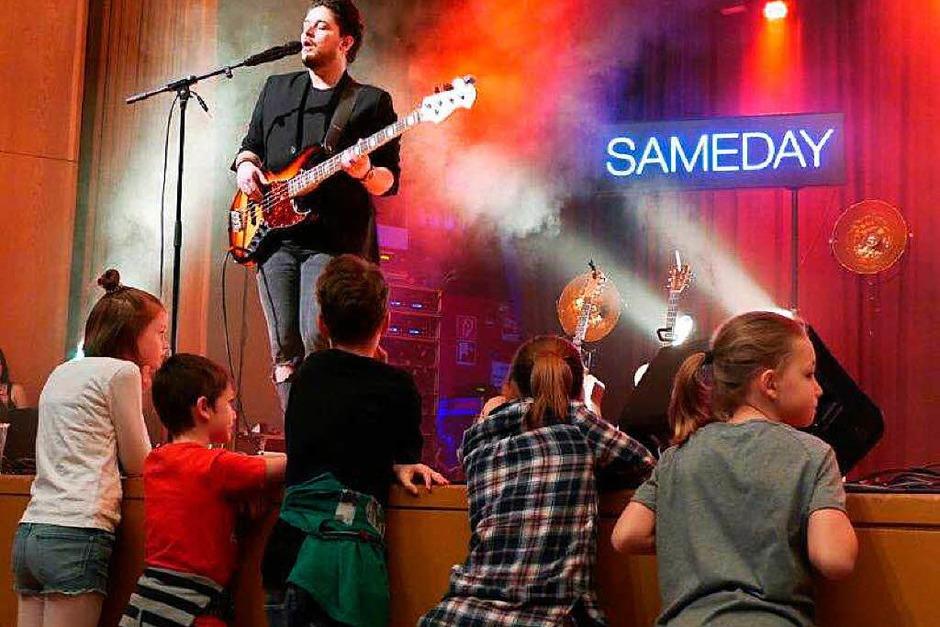 Die Band Sameday Records begeisterte am Mittwochabend im ausverkauften Bad Säckinger Kursaal die Besucher.