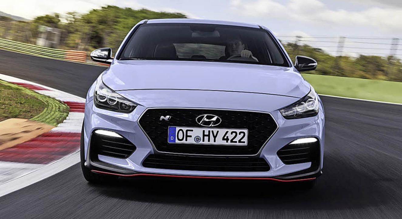 Mit rotem Zierstreifen: Hyundai i30 N    Foto: Hyundai