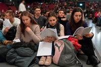 17 000 junge Christen treffen sich in Basel zum Singen und Beten