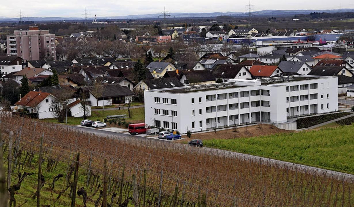 Für manche gewöhnungsbedürftig: das neue Mehrgenerationenhaus in Auggen.  | Foto: Beatrice Ehrlich