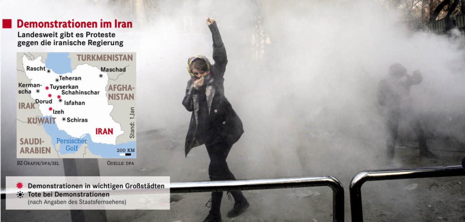 Mit Tränengas ging die Polizei gegen D...elände der Universität in Teheran vor.  | Foto: DPA/AP