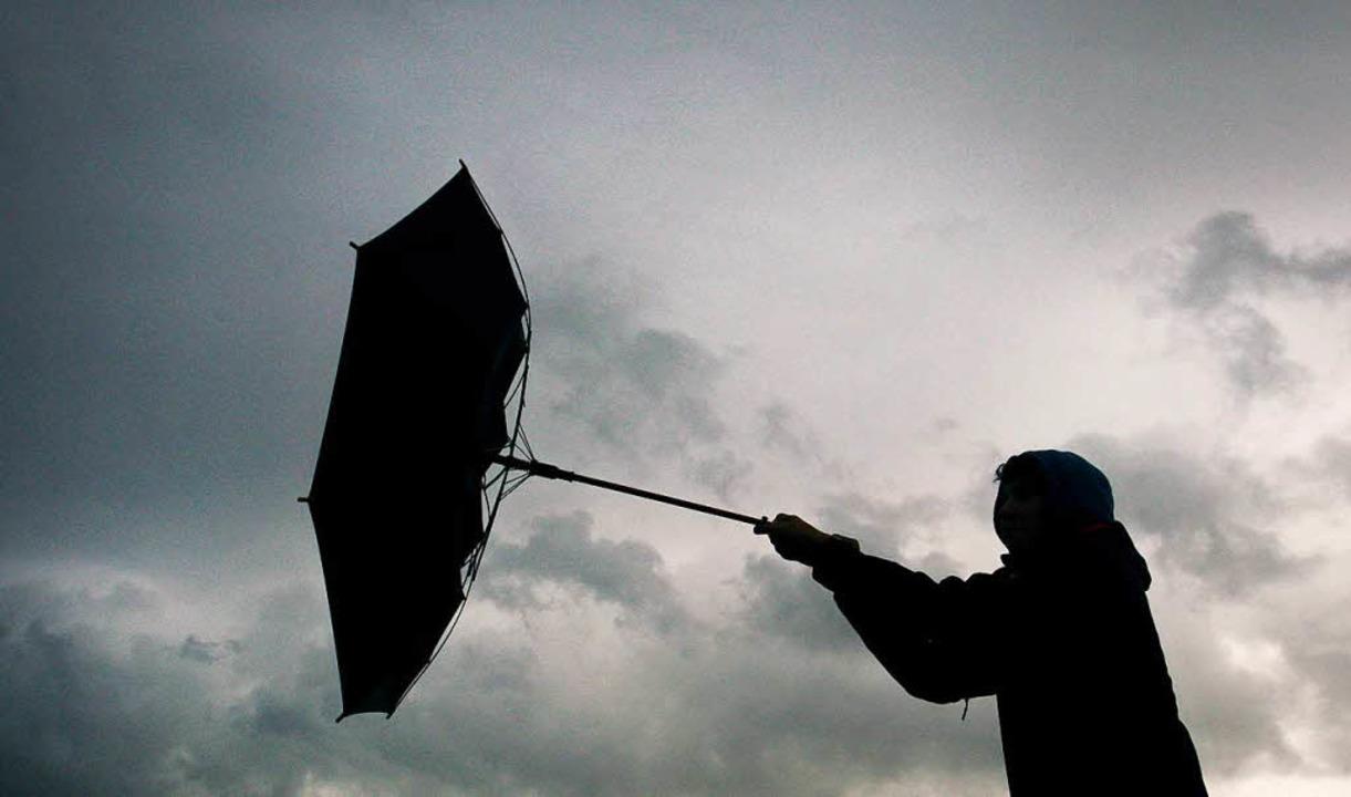 Sturmtief Burglind sorgt für stürmische Zeiten im Südwesten.  | Foto: dpa