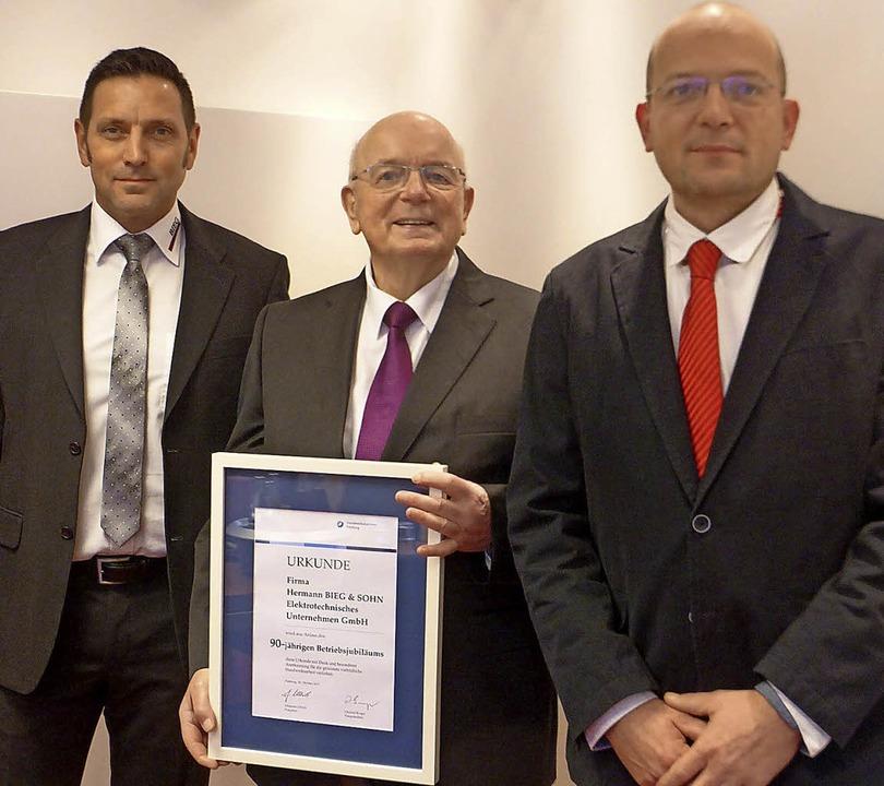 Gerhard Weber, Hermann Bieg und Frank ...ber das Jubiläum des Familienbetriebs.    Foto: Privat