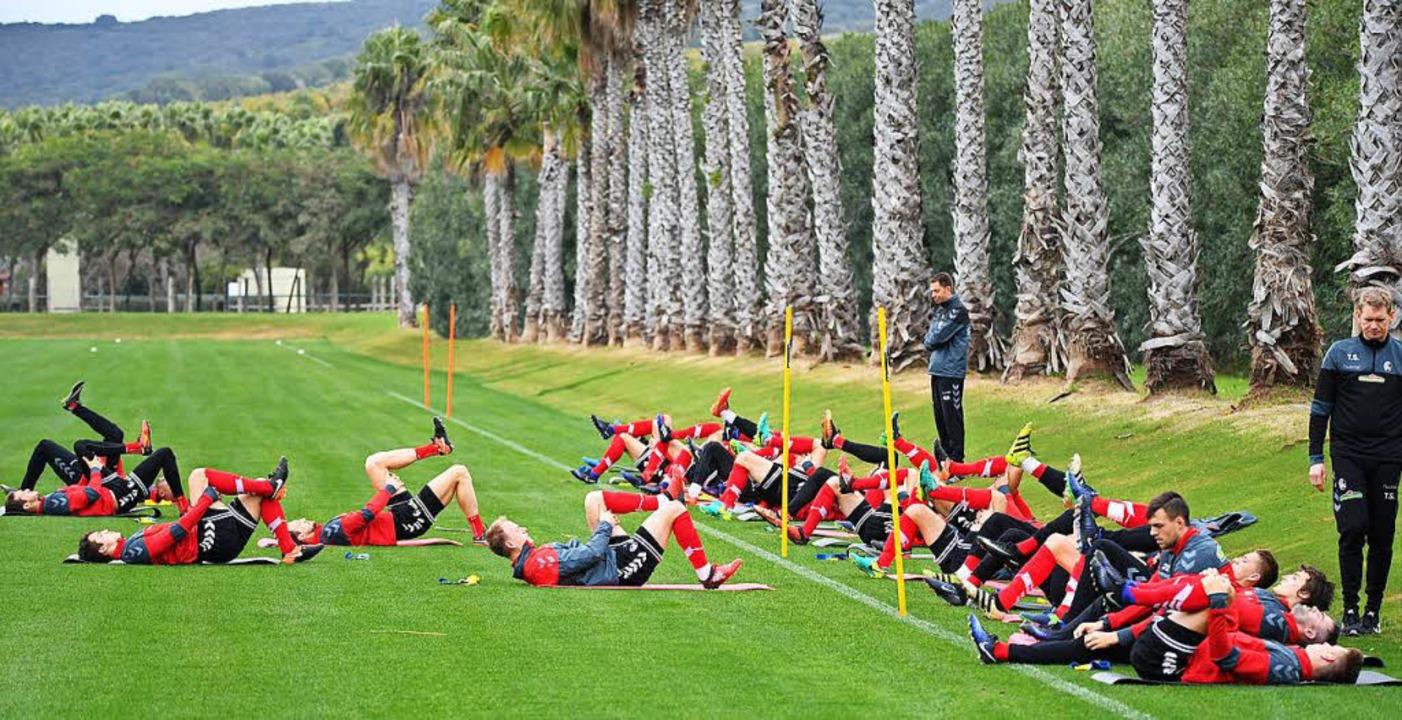 Im spanischen Sotogrande bereitet sich...krunde in der Fußball-Bundesliga vor.   | Foto: ake