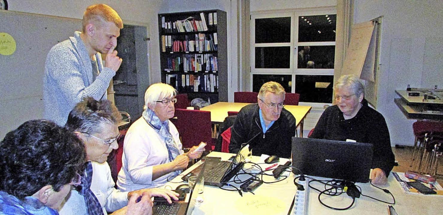 Fortgeschrittene helfen  Anfängern bei...r Sozialstation Kaiserstuhl-Tuniberg.   | Foto: Privat