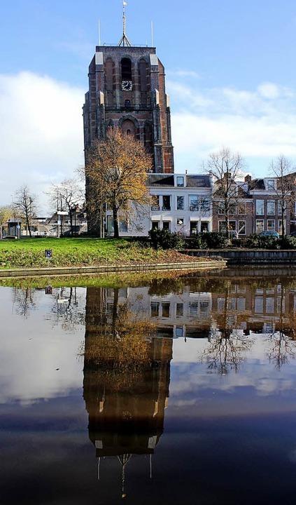Schiefes Wahrzeichen von Leeuwarden: der Oldehove-Turm  | Foto: Bernd F. Meier