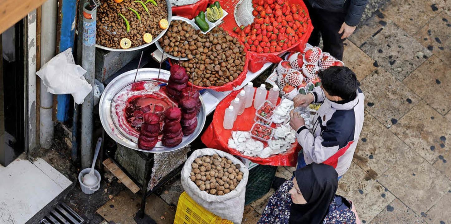 Gestiegene  Lebensmittelpreise sind of...r ein Grund für die Proteste im Iran.   | Foto: AFP