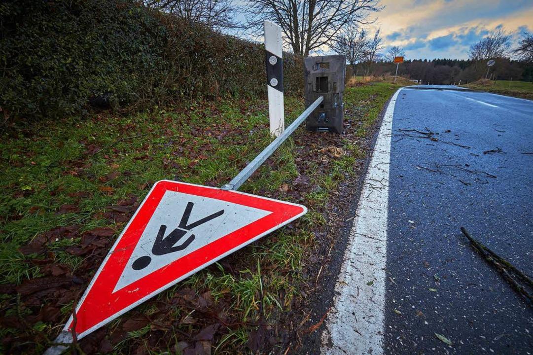 Über Deutschland fegt das Tief Burglind.  | Foto: dpa