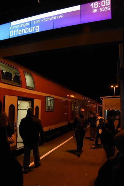 Der Regionalexpress nach Offenburg blieb zunächst in Denzlingen stehen.    Foto: Jonas Hirt