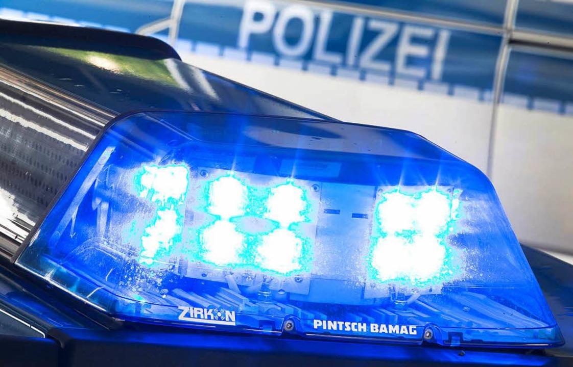 Die Polizei sucht den flüchtigen Autofahrer  | Foto: dpa