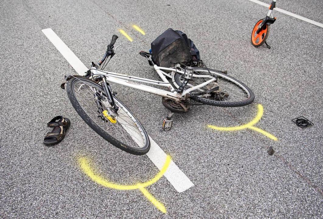 Eine Fahrradfahrerin wurde bei einem Unfall in Lörrach verletzt (Symbolfoto).  | Foto: dpa