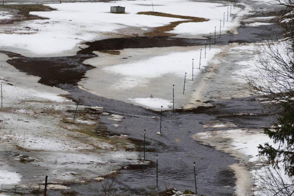 Durch die starken Niederschläge ist in Falkau, Feldberg, die Haslach über die Ufer getreten. (Foto: Susanne Gilg)