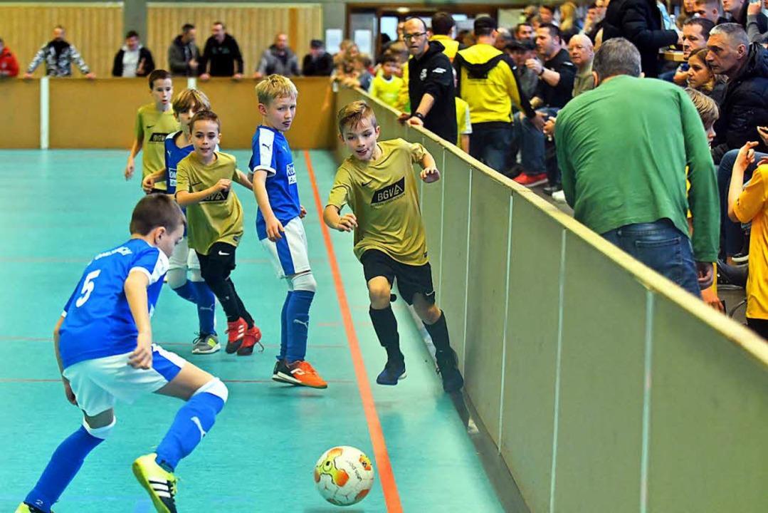 In der proppevollen Rheinauenhalle gab...h im Spiel kämpferisch um den Torsieg.    Foto: Wolfgang Künstle