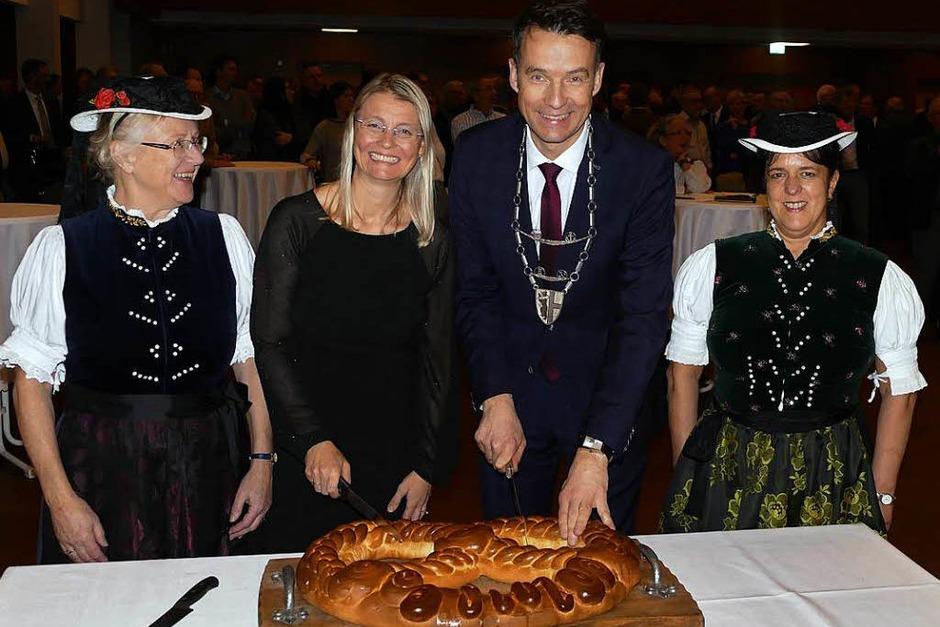 Gut gelaunt begrüßten die Bürgerinnen und Bürger der Gemeinde Kirchzarten im Kurhaus das neue Jahr. (Foto: Markus Donner)