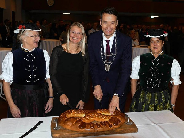 Gut gelaunt begrüßten die Bürgerinnen und Bürger der Gemeinde Kirchzarten im Kurhaus das neue Jahr.
