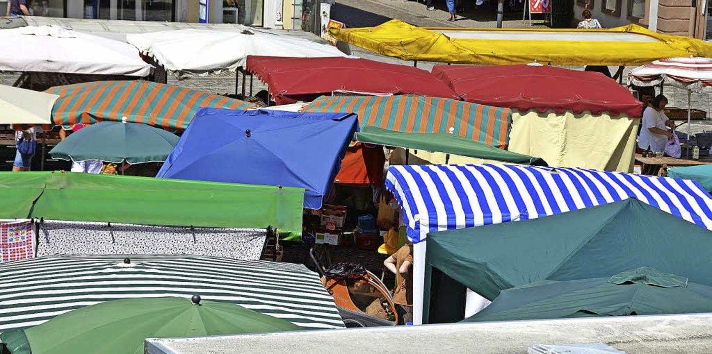 Ein Marktplatz voller Stände – d... Jahren; das wird im August gefeiert.   | Foto: Sylvia-Karina Jahn