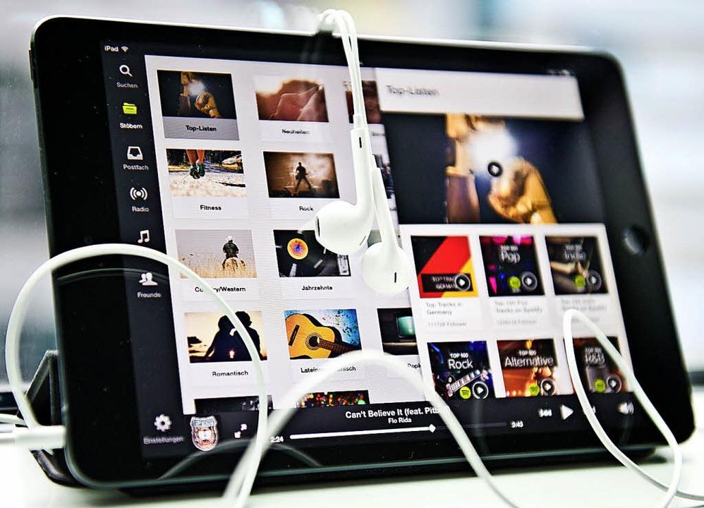 Spotify hat inzwischen mehr als 60 Millionen zahlende Kunden.   | Foto: dpa