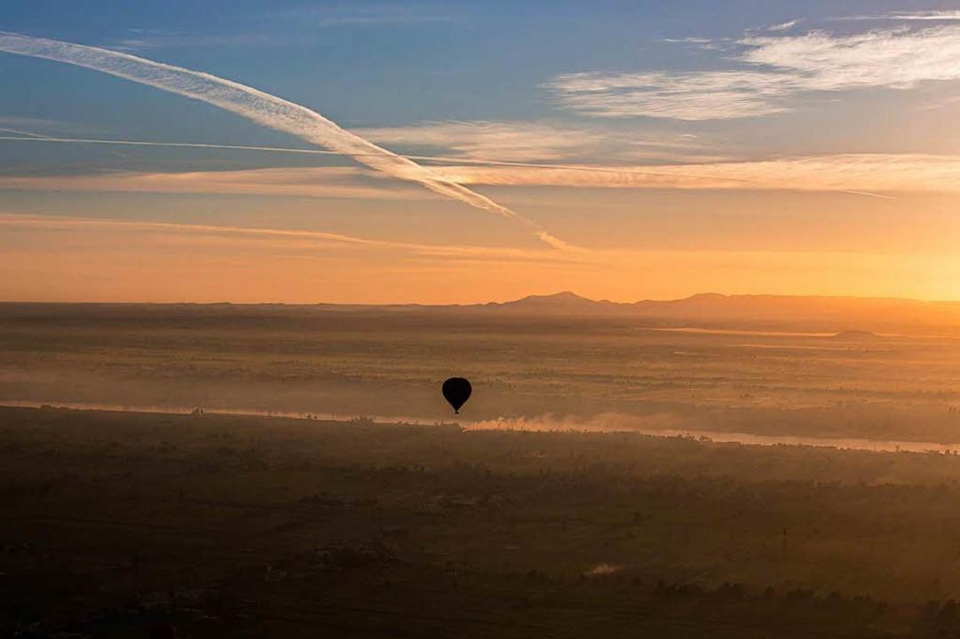 Heißluftballon stürzt mit 20 Menschen in Ägypten ab