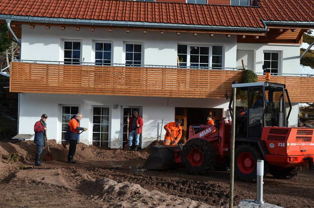 Wohnhäuser in Menzenschwand, einem Ort...n,  mussten wieder freigeräumt werden.  | Foto: Christiane Sahli