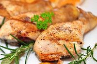 Warum ist Hühnerfleisch hell, Rind- oder Schweinefleisch aber rot?