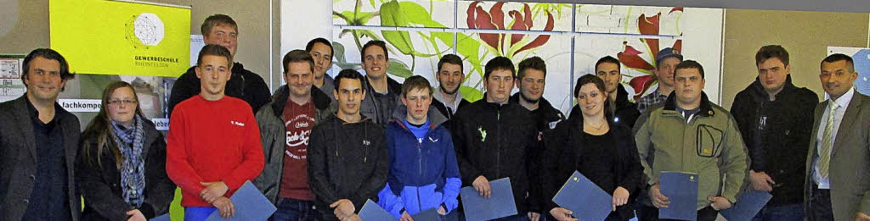 <BZ-FotoAnlauf>GS RHeinFelden: </BZ-Fo...Klassenlehrer Bernd Schneider (links)   | Foto: Schule