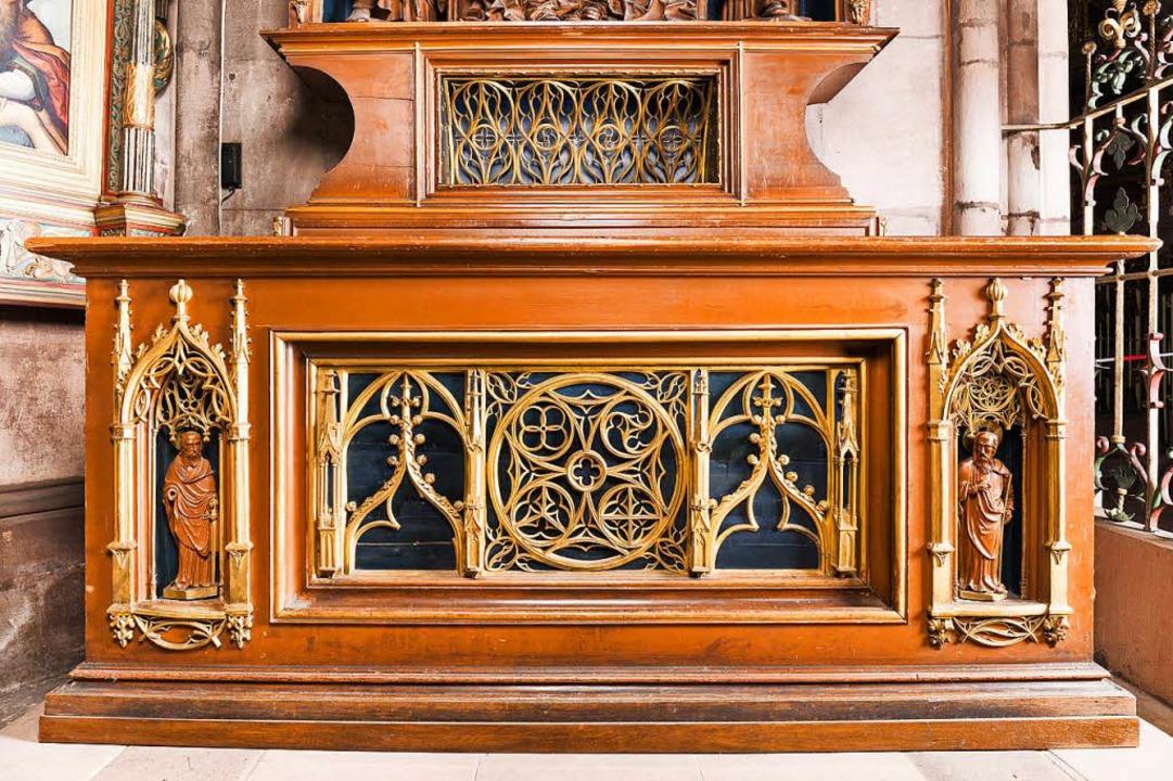 Die Apostelfigur hat sich auf der  Ann... befunden. Nun steht nur noch eine da.  | Foto: Münster