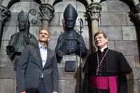Im Münster hängt jetzt eine Bronzebüste für Erzbischof Oskar Saier