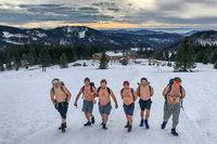 Warum sieben Männer oben ohne auf dem Feldberg wandern