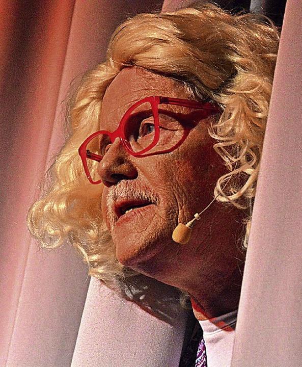 Bald öffnet sich wieder der Vorhang fü... Ralf Buser von der Bühne in den Saal.  | Foto: Barbara Ruda