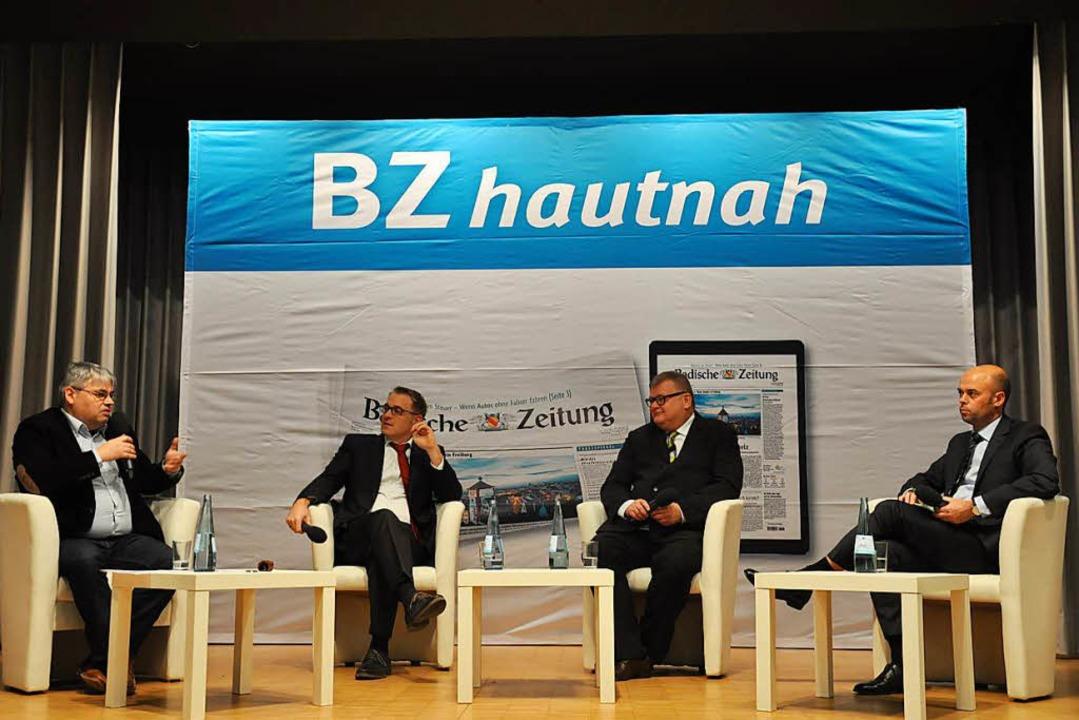 In der Diskussion: Moderator Alexander...s großen Saals im Kurhaus (von links)   | Foto: Jutta Schütz