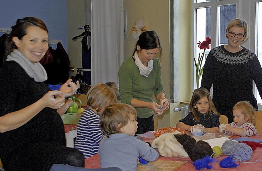 Am Tag der Vielfalt wird im Familientr...ücke zwischen Klein- und Schulkindern.  | Foto: Leony Stabla