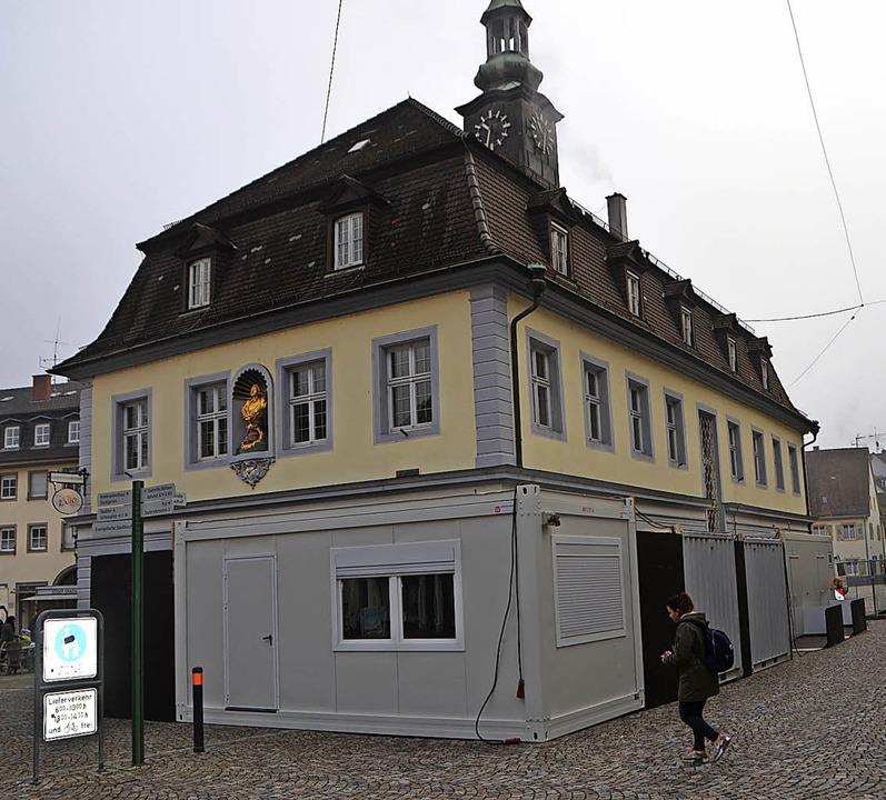 Container für Baubüro und öffentliche ...n der Umbauarbeiten am Alten Rathaus.   | Foto: Gerhard Walser