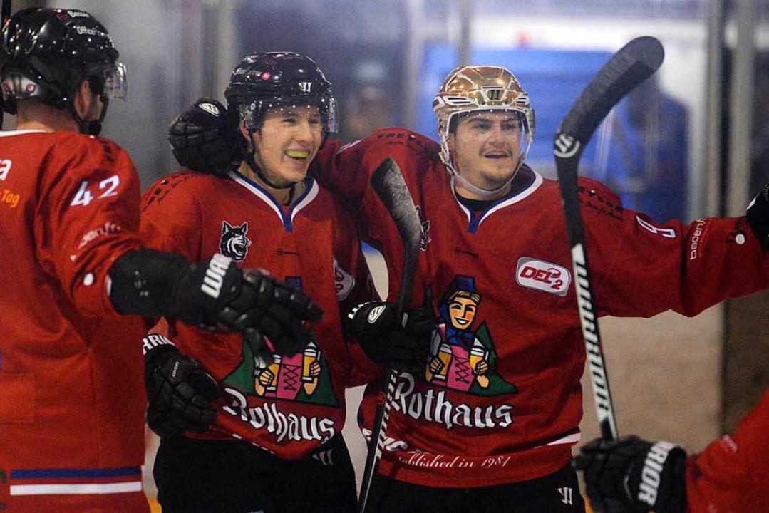 Tobias Kunz (links) feiert nach einem ... mit Nikolas Linsenmaier. (Archivfoto)  | Foto: Patrick Seeger