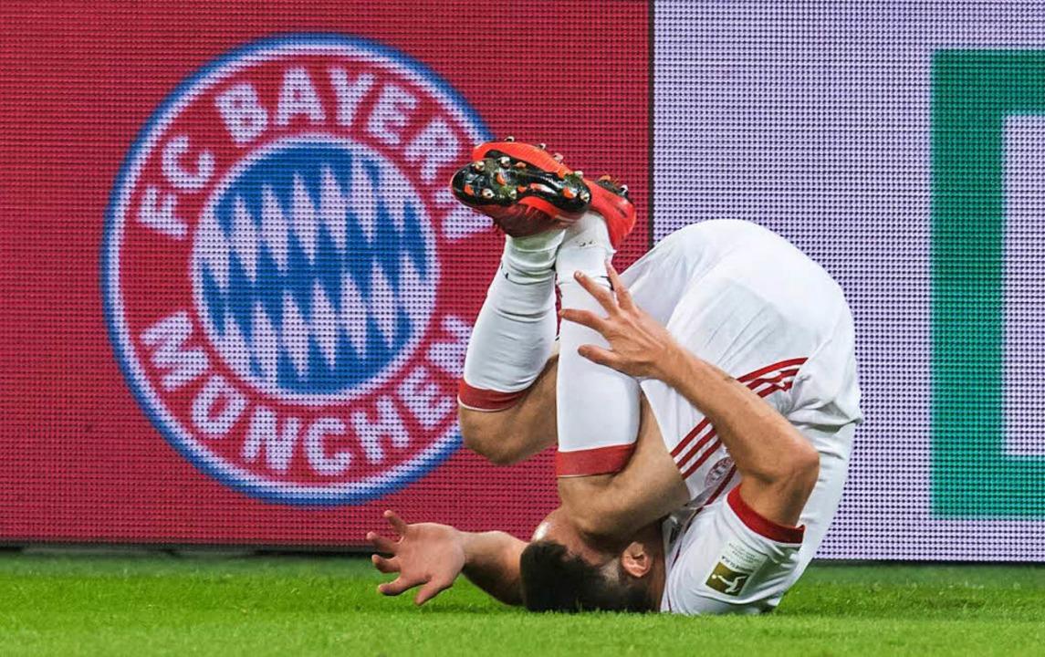 Franck Ribery liegt auf dem Rasen.  | Foto: dpa