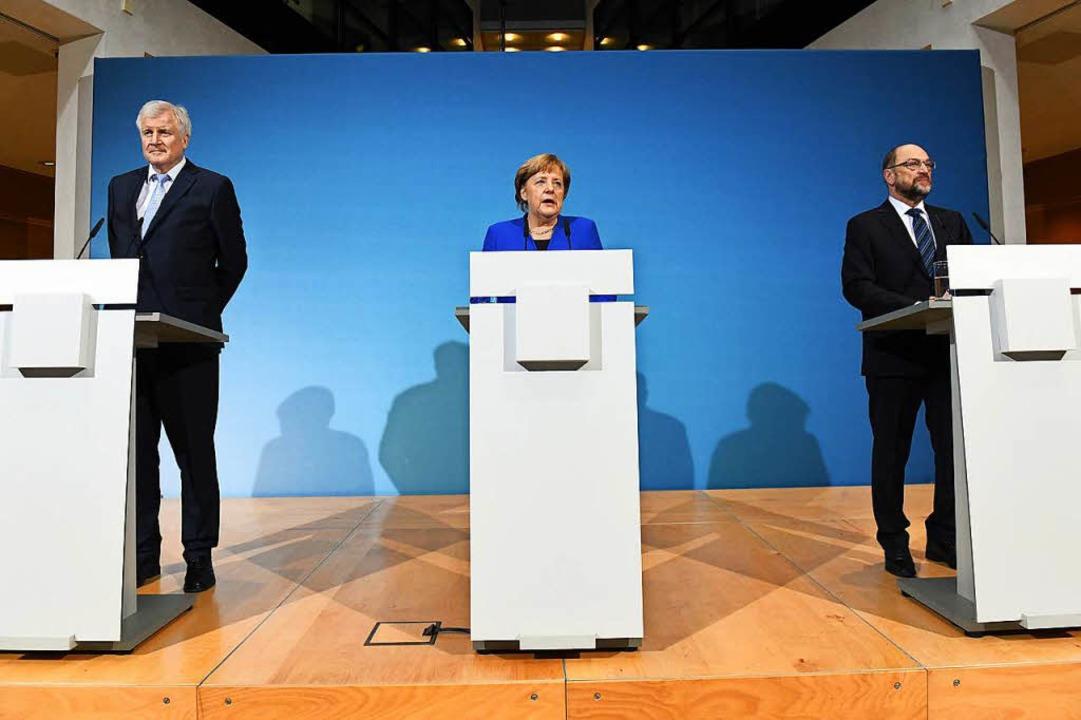 Horst Seehofer, Angela Merkel und Mart...eßlich die Ergebnisse ihrer Gespräche.  | Foto: dpa
