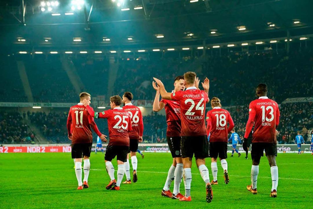 Hannover stellt nach 0:2-Rückstand den Spielverlauf auf den Kopf.  | Foto: dpa