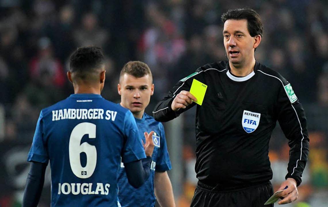 Es läuft weiterhin nicht beim HSV, die...erlieren die Hanseaten gegen Augsburg.  | Foto: dpa