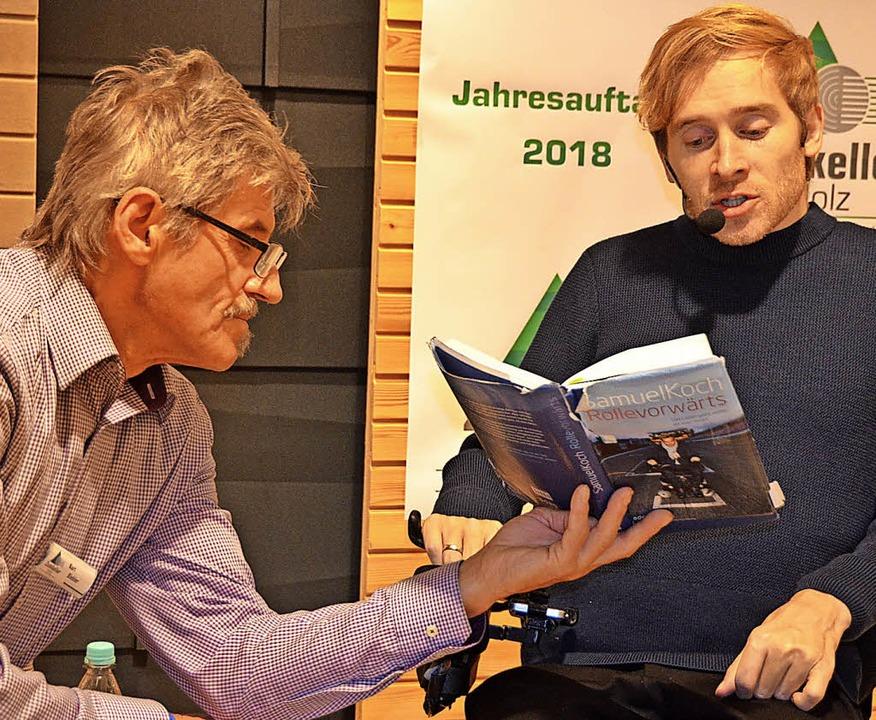 Nachdenklich, aber auch sehr humorvoll...m  Unfall und las aus seinen Büchern.   | Foto: Christiane Sahli