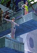 Meerjungfrauen, Olympiasieger und Segelregatta bei der Turmspringshow