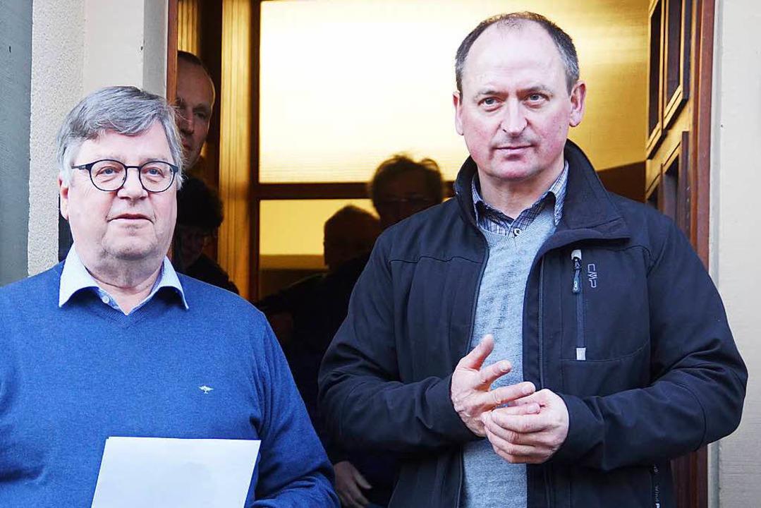 Bürgermeister Michael Quast  (links) v...ald Ruch (rechts) sein Nachfolger wird  | Foto: Verena Wehrle