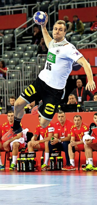 Gegen Montenegro absolut auf der Höhe: DHB-Handballer Julius Kühn   | Foto: DPA