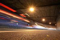 Röhren des B 31- Tunnels abwechselnd nachts zu