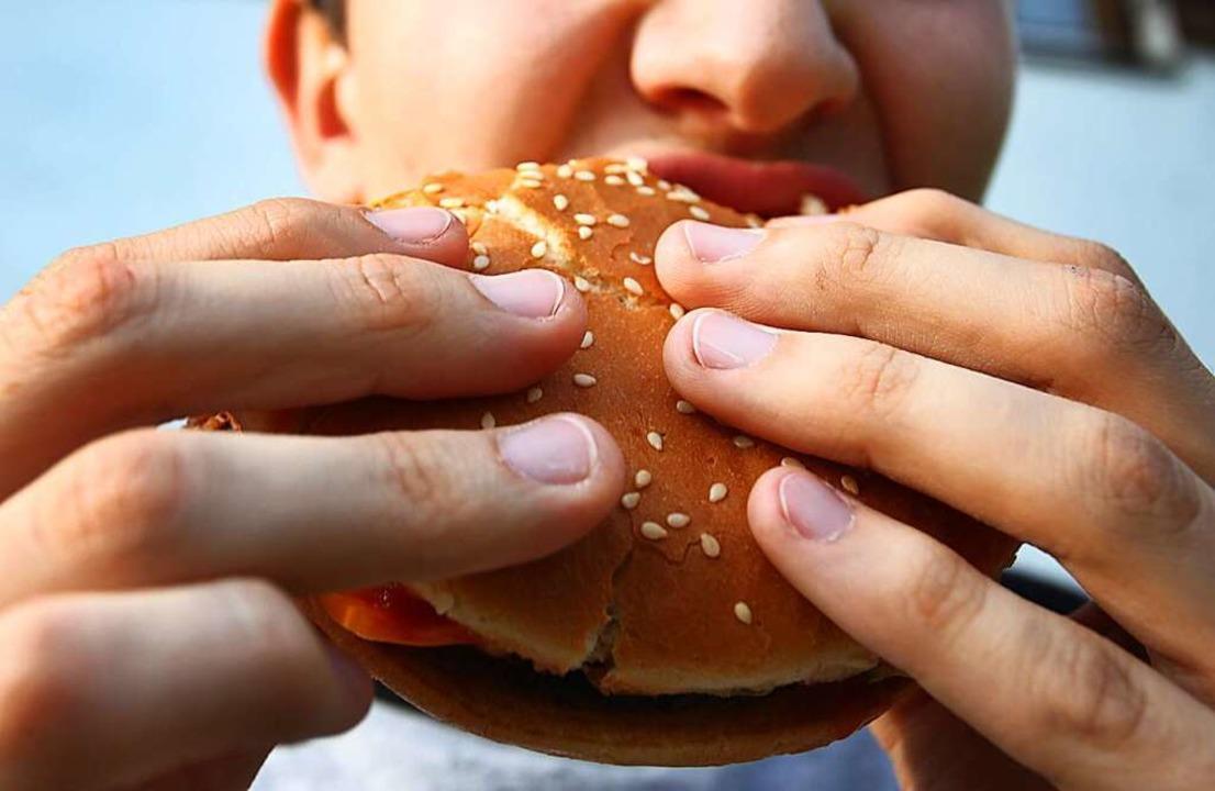 Erst essen, dann schlägern: das bracht...n in Lörrach Probleme mit der Polizei.  | Foto: dpa