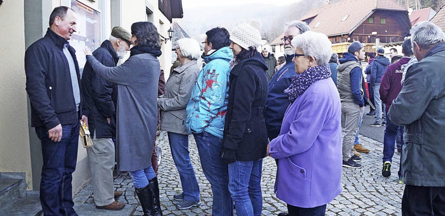 Ewald Ruch erhielt viel Zuspruch von d...tulierten. Amtsübergabe ist Ende März.  | Foto: verena Wehrle