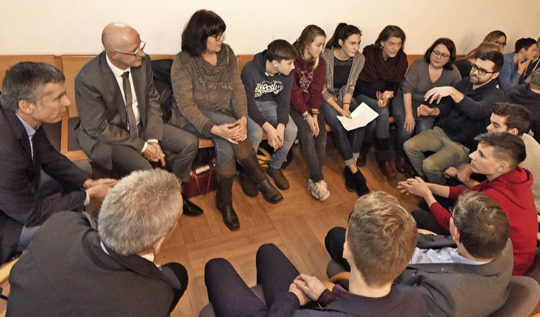Vertreter von Verwaltung, Kultusbehörd...aktisch erfahrbar gemacht werden kann.  | Foto: Markus Zimmermann