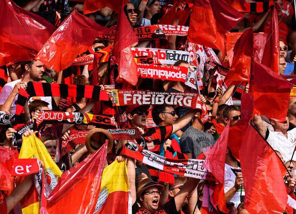 Immer mehr Menschen werden Mitglied beim SC Freiburg.  | Foto: Patrick Seeger