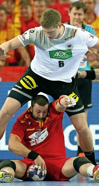 Finn Lemke (oben) lieferte sich packende Duelle mit  Stojanche Stoilov.    Foto: afp